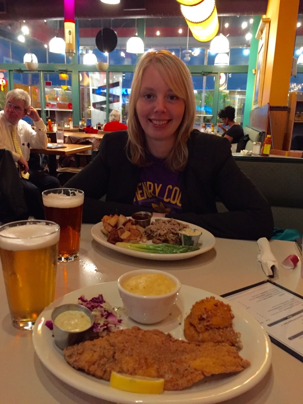 Dinner at Wishbone: Noëmi's pulled pork and my Southern fried catfish